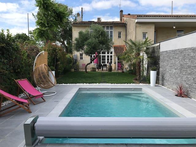 Typique échoppe bordelaise avec piscine chauffée