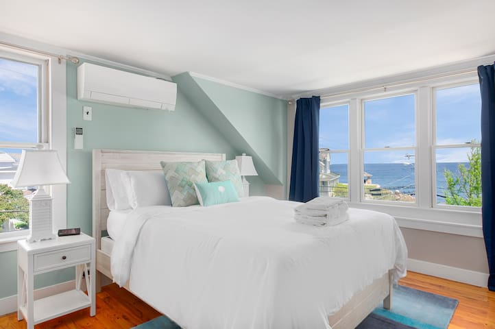 The Cove At Rockport Unit #10- Oceanview Queen Bedroom