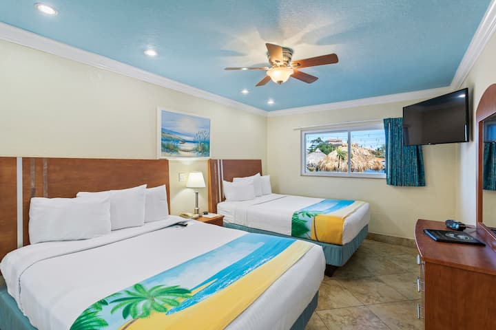 Waterfront Boutique Hotel - Sleeps 6 - Two Queen Beds and One Sleeper Sofa