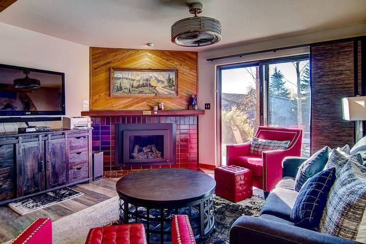 New Listing! Ski Shuttle, Hot Tub, Heated Pool, Sauna, Private Unit Entrance/Patio, Fireplace, Grill