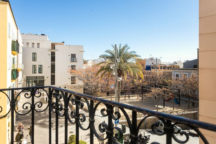 Modern Apt. in the Historic Center and Beach- WIFI