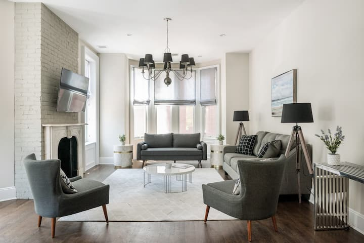 Elegant 5 Bedroom Townhouse Minutes from NYC