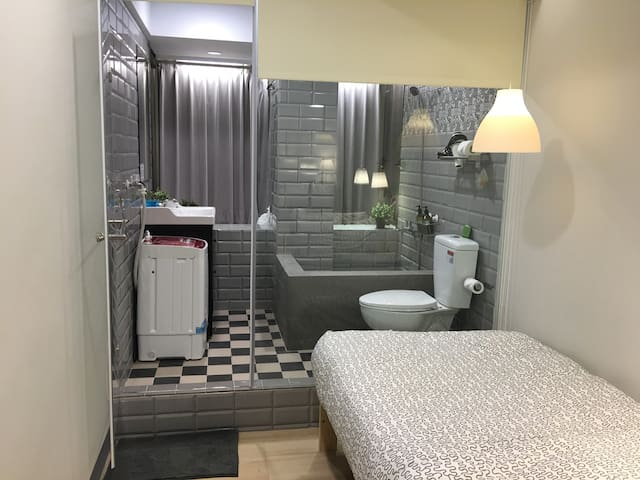 8Ximen MRT 3min阿宗麵線7-11星巴克咖啡旁新裝配洗衣機 - 台北市 - Apartment