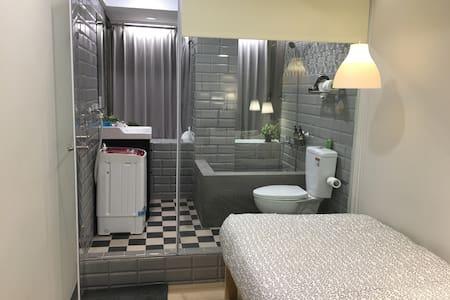 NO8購物西門SOLO旅,全新精緻裝潢文創瓷磚地板,洗衣機、大景觀城景 - 台北市 - Departamento