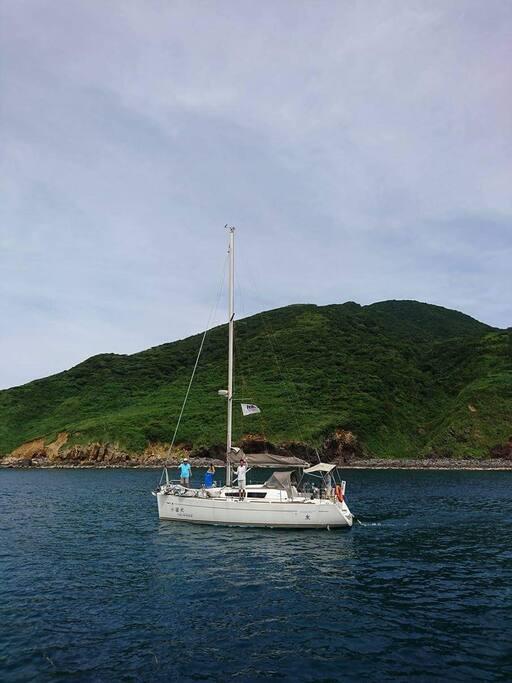 錨泊在龜山島