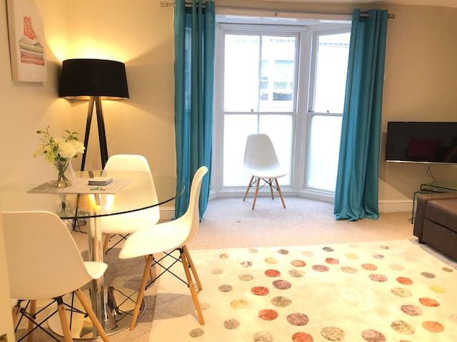 Brighton city Center apartment by clock tower