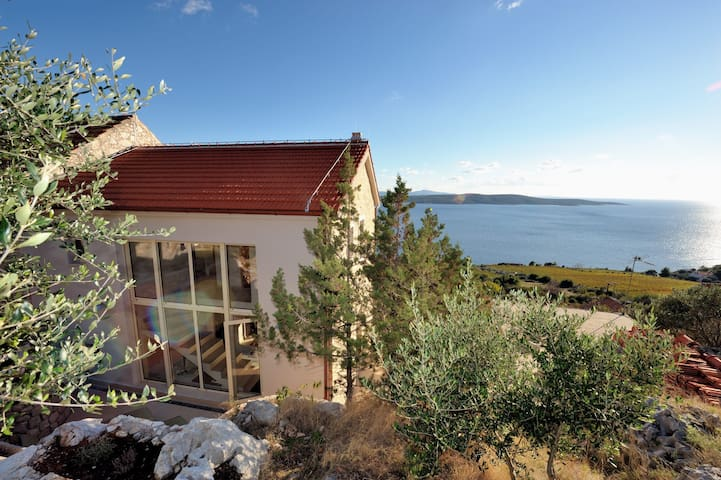 Stonehouse with fantastic sea view Zavala Hvar - Zavala - วิลล่า