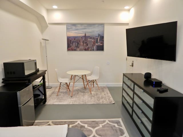 Dupont Circle Studio w/ Private Patio
