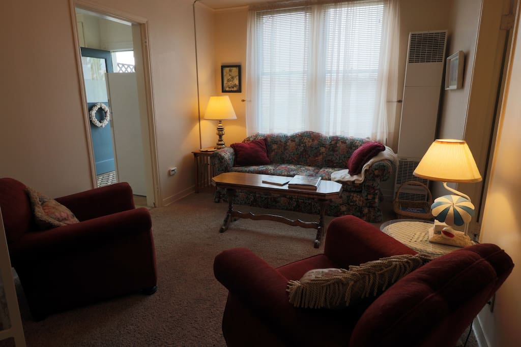 Livingroom with comfy sofa & chairs, riverview