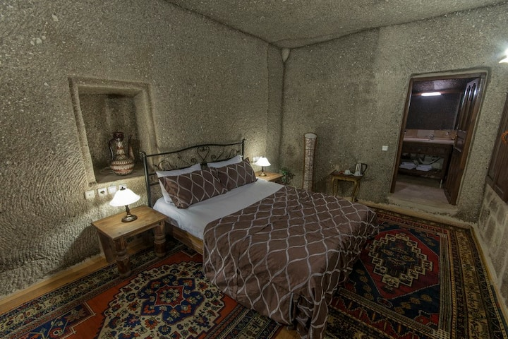 Antique Terrace Suites, Panoramic Suite Cave Room
