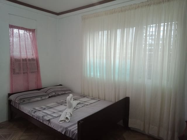 Mat and Allegra's Homestay 2 (500 PHP/ night)