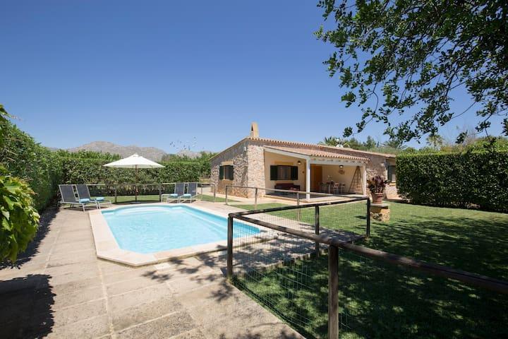 Lovely comfortable countryside Villa Luis