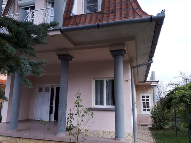 Lusti - Emeleti 2 ágyas apartman