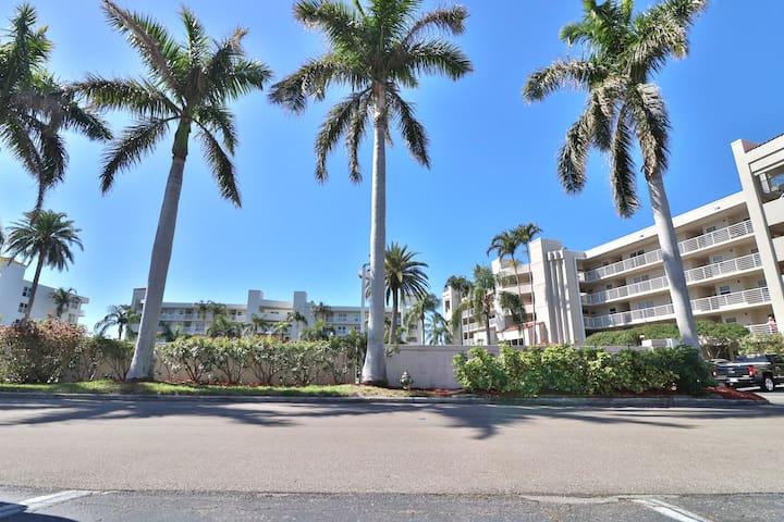Isla Del Sol/St. Pete Beach Condo