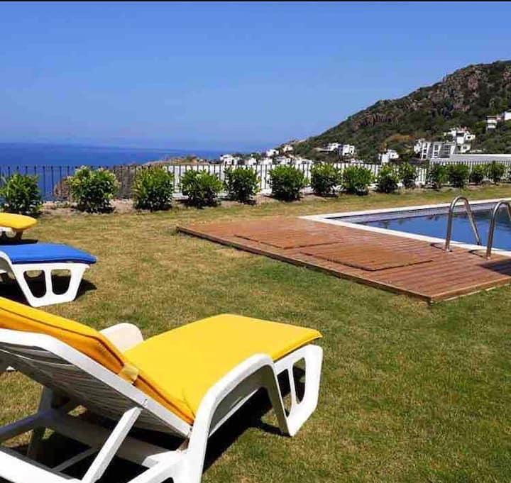 Özel havuzlu, panoramik deniz manzaralı villa