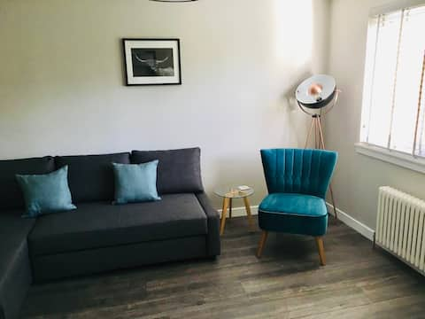 Newly refurbed flat great hub for town & airport