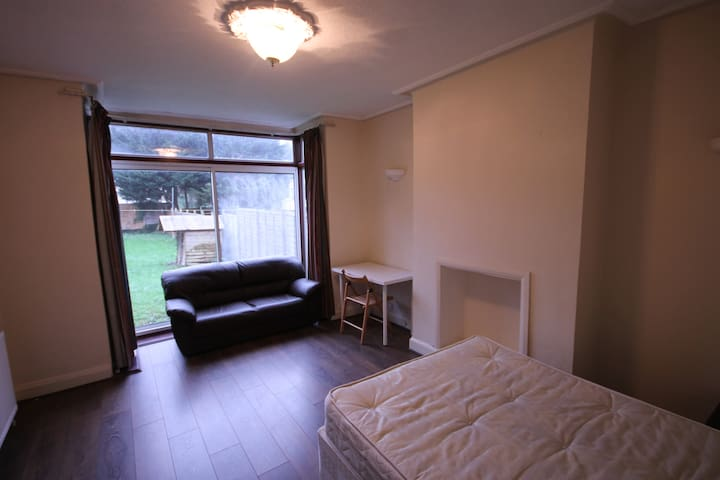 2 Big Double Rooms In Hendon ASAP!!