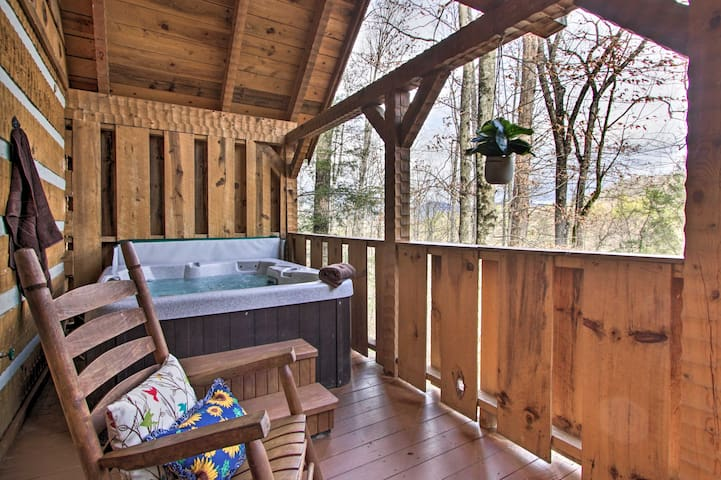 Honey Bear Pause: Rural Escape w/ Porch & Hot Tub!