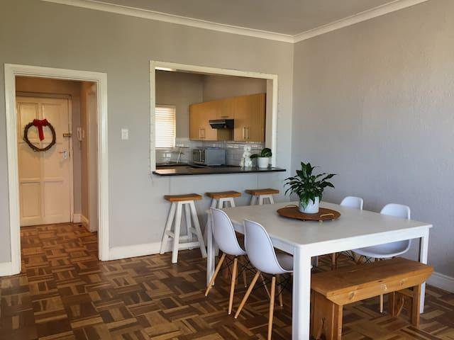 Classy & cosy coastal apartment