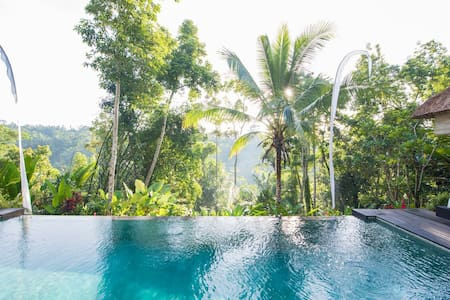 Secluded Escape for a Couple with Panoramic Views - Ubud Gianyar - วิลล่า