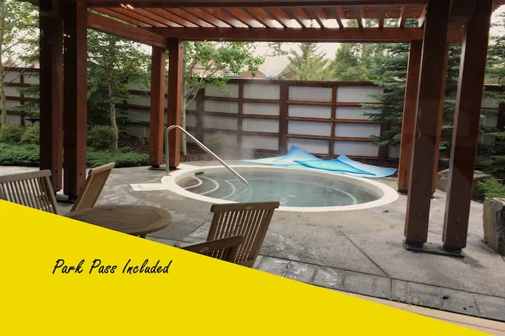 Stunning 2 Bedroom with Spa, Steam Room & Hot tub