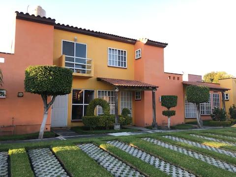 Casa en Morelos, Alberca a 5 min del jardín El CID