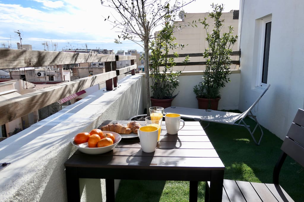 Enjoy a good breakfast on the terrace.