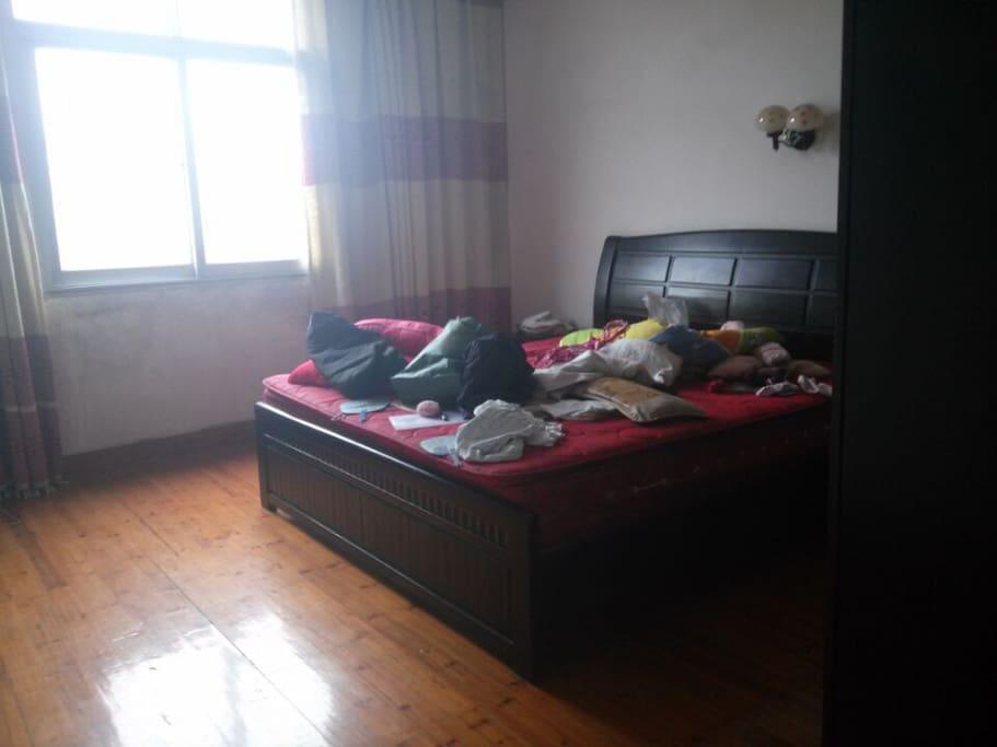 主人刚搬离不久,会进一步整理房间 The Host leave not long time, will clean the room again