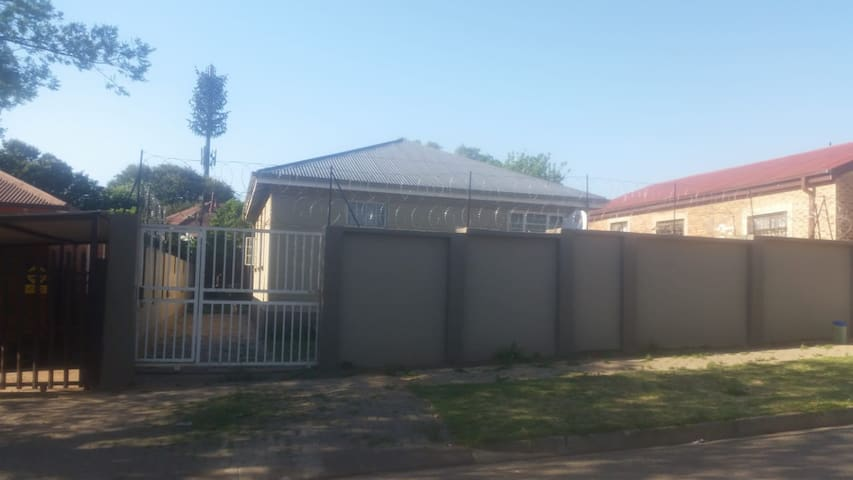 Leeubekkie House to Rent