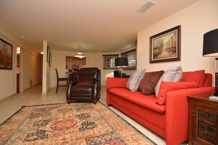 Beautiful Hollywood-Ridge Suite in Edgewater