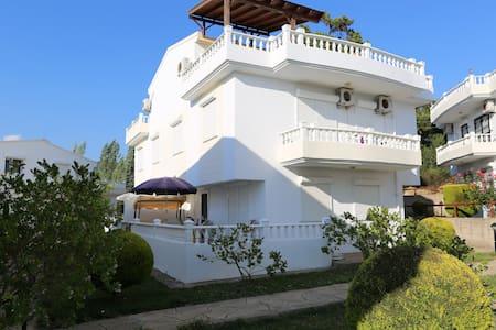 Villa i 3-etager i Özdere - Panorama udsigt - Menderes - วิลล่า