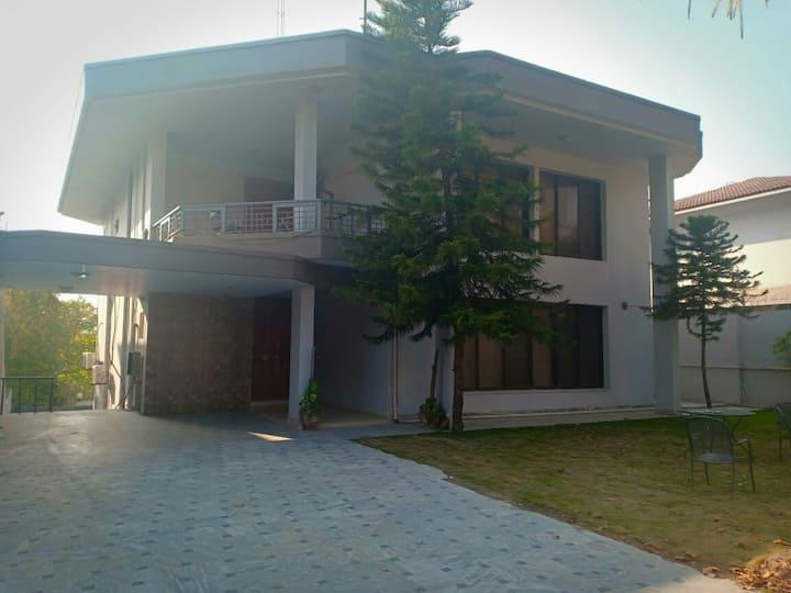 royal cottage 2