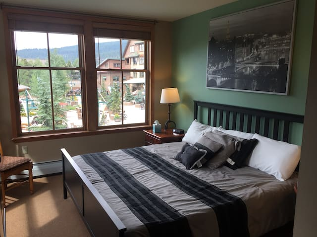 Oversized 1bed Ski In/Out MTN VIEWS King&Qn beds
