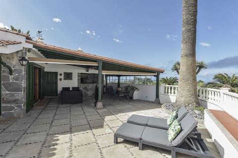 Ferienhaus 'La Casita de Los Orovales' mit Meerblick, Bergblick, WLAN und Terrassen; Parkplätze vorhanden