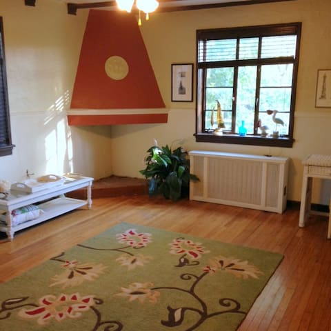 Breezy One Bedroom Apartment in Historic Building - Cincinnati - Apartamento