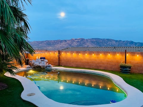 Pool, hot tub, fire pit, mountains & tranquility