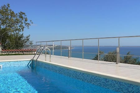 Villa with sea view & swimming pool - Huis