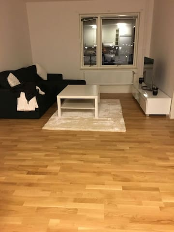 Very nice flat close to centrum - Sävedalen - Huoneisto