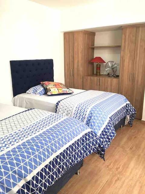 Casa jurado   2 camas individuales.