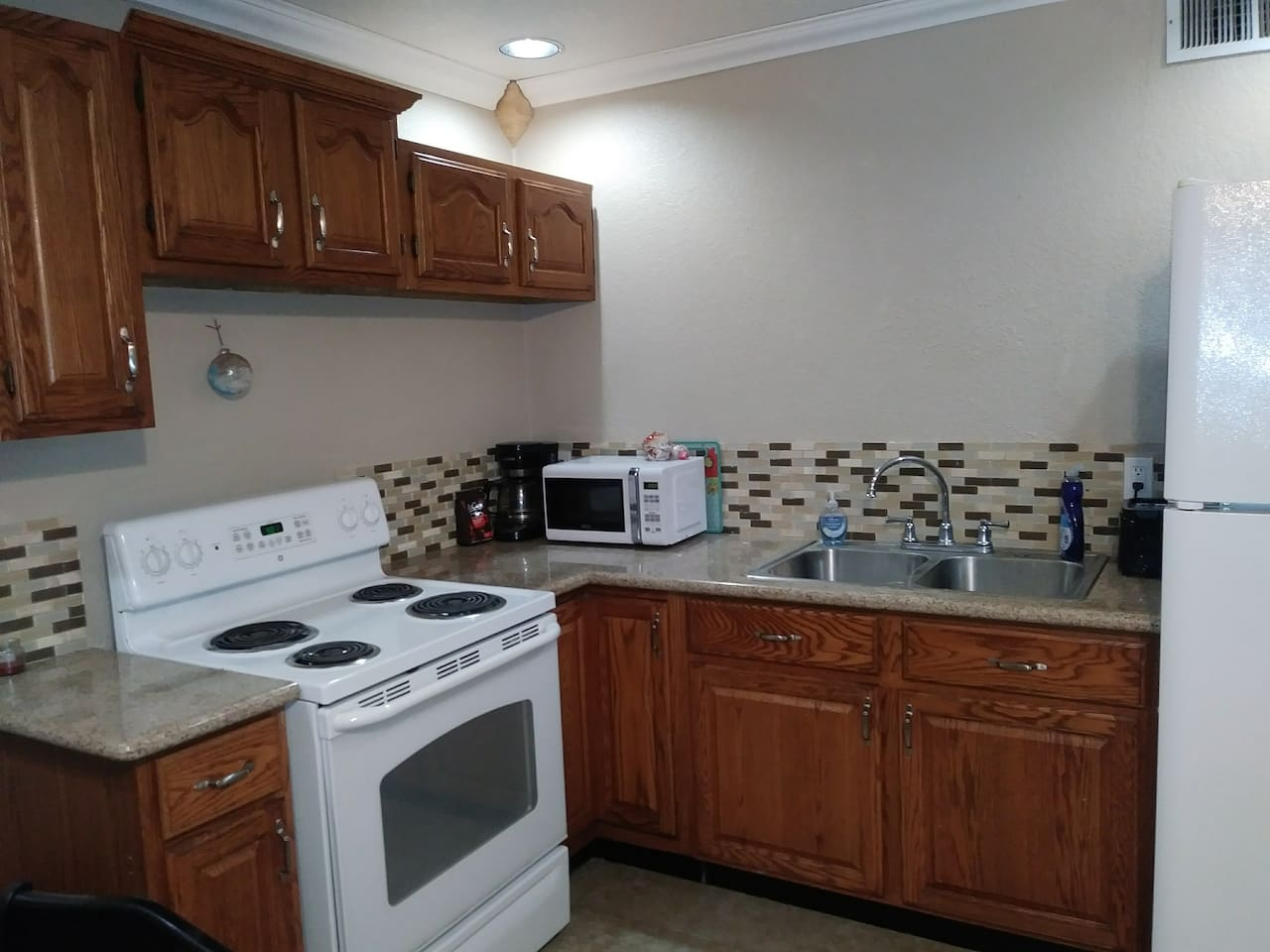Full kitchen with full size stove oven and fridge & freezer