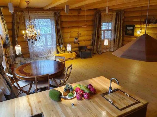 Дом из Сибирской сосны с прекрасным видом на реку