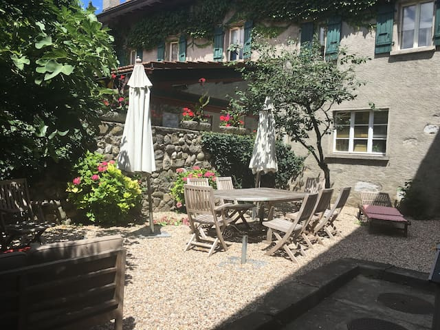 Nice room in the charming swiss village Hermance