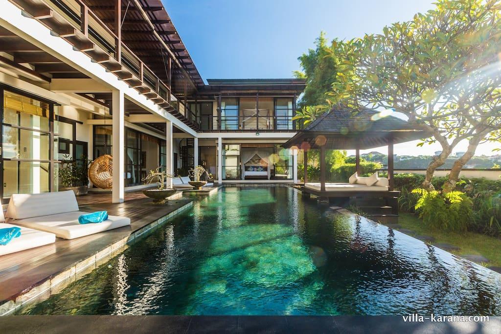 luxusvilla karana in jimbaran villen zur miete in jimbaran bali indonesien. Black Bedroom Furniture Sets. Home Design Ideas