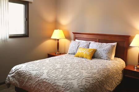 Rugby 1 bed/1bath APT-Furnished SLEEPS4!   3 units