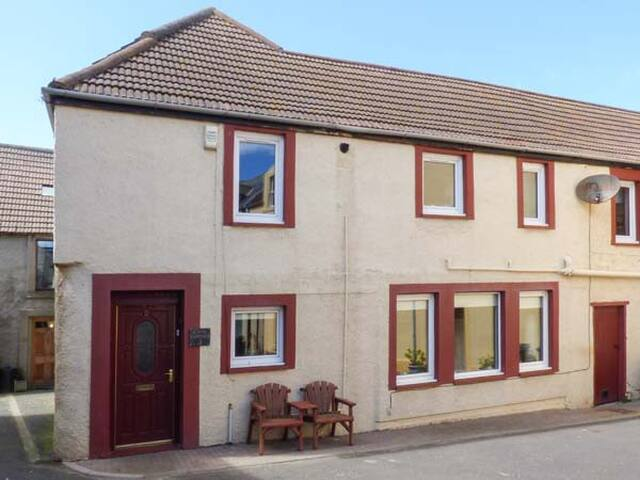 CREEL COTTAGE, pet friendly in Eyemouth, Ref 919463