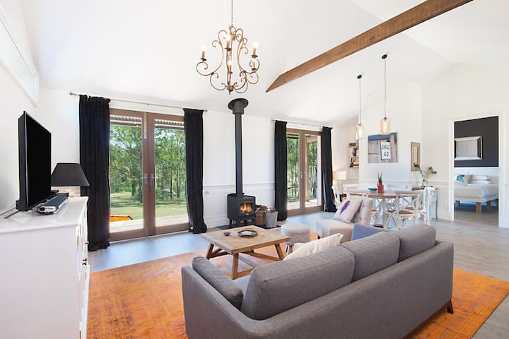 Hunter Valley Water View Villa King Bed Luxury
