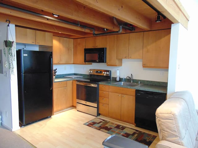 Sunny Modern Loft- Dogpatch- Easy Downtown Commute