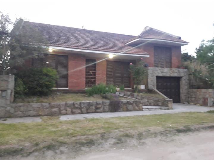 Hermosa casa en zona parque