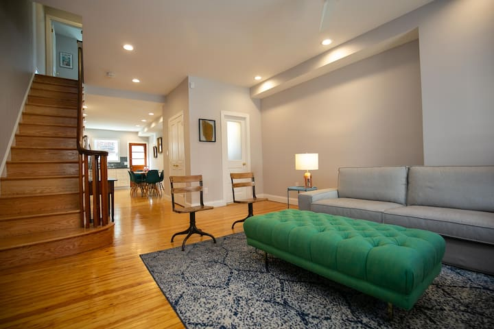 Beautiful Renovated 3 BD & 1.5 BA House in EPX!