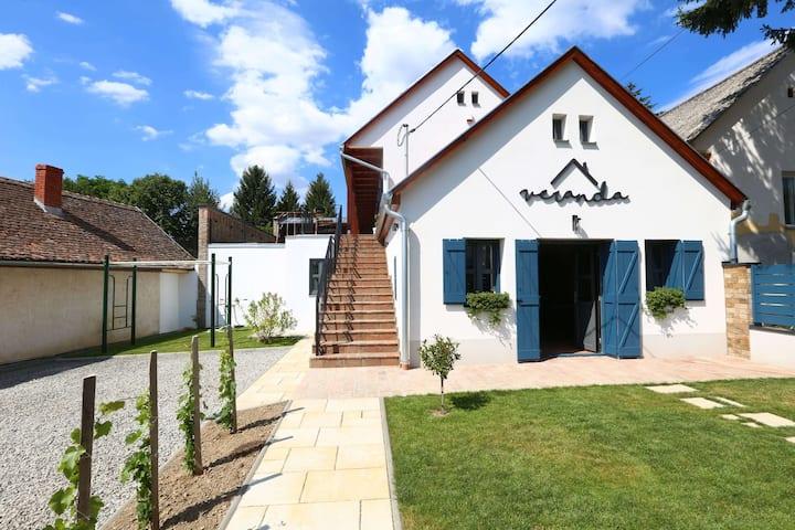 Veranda  - modern falusi vendégház extrákkal
